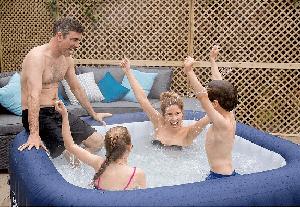SaluSpa Hawaii 6-Person Inflatable Hot Tub review family