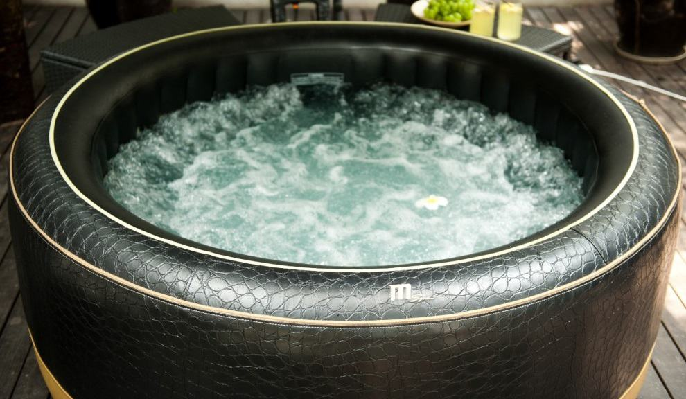 inflatable hot tub with built-in seats massage system - Inflatable ...